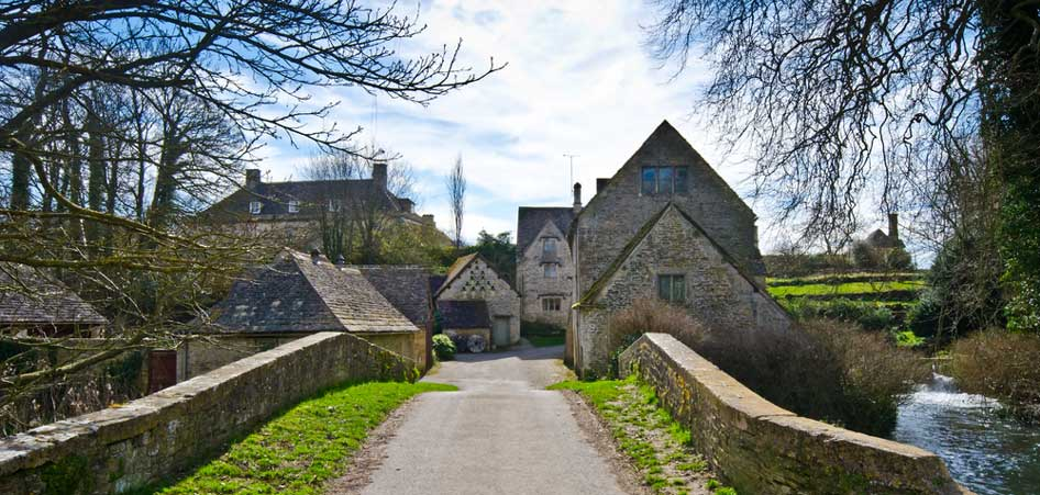 Travelibro Travel Blog Picturesque Villages Around The World Bilbury England