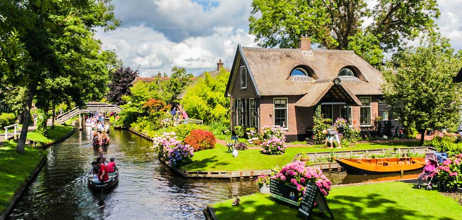 Travelibro Travel Blog Picturesque Villages Around The World Giethoorn Netherlands