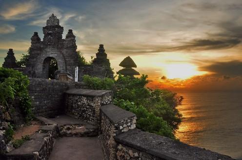 travelibro Indonesia Bali Lombok Seminyak Ubud Luxury Beach Lovers Itinerary  Uluwatu.jpg