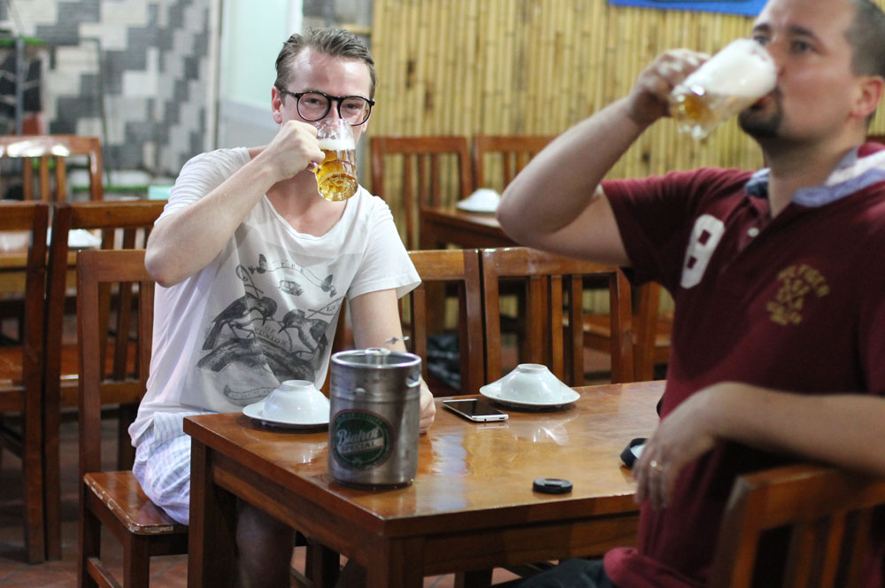 Bia hoi beer via bnohanoi.files.wordpress