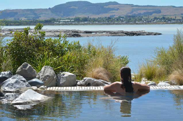 travelibro New Zealand Auckland Christchurch Dunedin Franz Josef Queenstown Rotorua Taupo Waitomo Caves Wellington NZ Backpacking Polynesian Spa