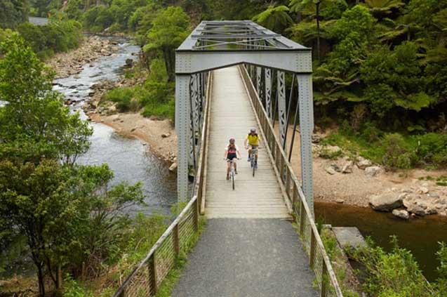 travelibro New Zealand Auckland Christchurch Franz Josef Queenstown Rotorua Taupo Wanaka Wellington Whitianga NZ Honeymoon Bike the Hauraki Rail Trail