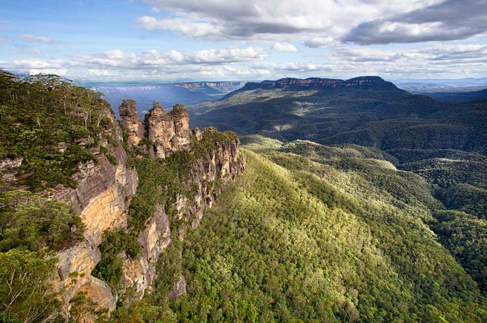 travelibro Australia Blue Mountains Cairns Daylesford Gold Coast Hamilton Island Melbourne Perth Pokolbin Sydney Yallingup Australia Honeymoon Three Sisters Rock Formation