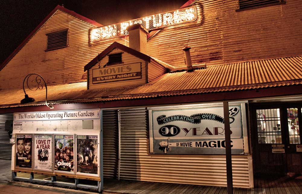 travelibro Australia Adelaide Brisbane Broome Darwin Gold Coast Melbourne Perth Sydney Whitsundays Australia Backpacking Sun Pictures Cinema