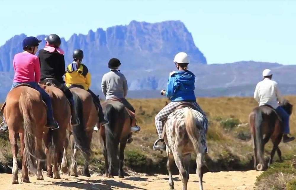 travelibro Australia Adelaide Cradle Mountain Daydream Island Gold Coast Kangaroo Island Melbourne Sydney Australia Family Horseback Riding