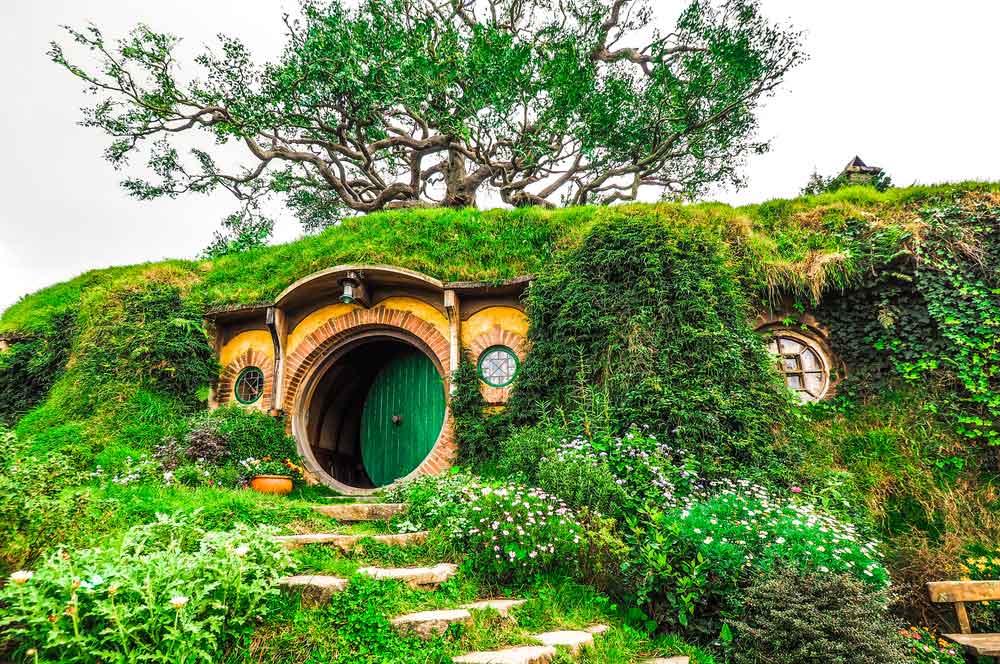 Hobbit tour sa nguansak supong  shutterstock