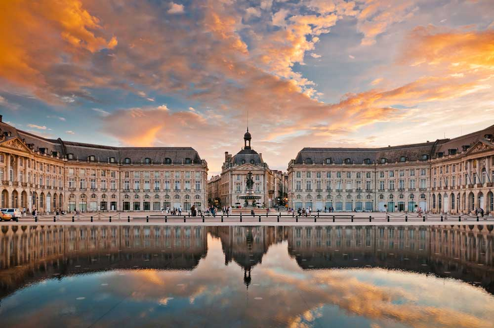 travelibro France Avignon Bordeaux Lille Lyon Marseille Nice Paris Strasbourg Toulouse France Backpacking  Place de la Bourse