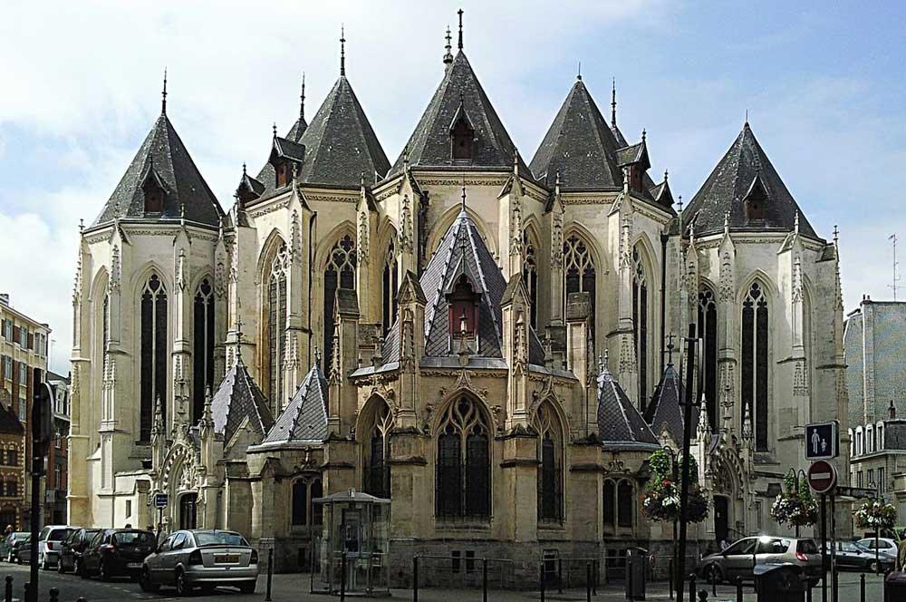 travelibro France Avignon Bordeaux Lille Lyon Marseille Nice Paris Strasbourg Toulouse France Backpacking Saint-Maurice Church