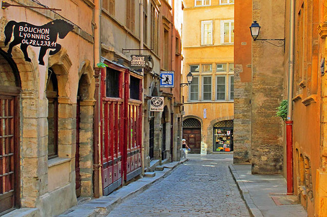 travelibro France Avignon Bordeaux Lille Lyon Marseille Nice Paris Strasbourg Toulouse France Backpacking Saint-Jean Quarter