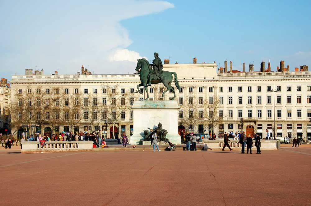 travelibro France Avignon Bordeaux Lille Lyon Marseille Nice Paris Strasbourg Toulouse France Backpacking Place Bellecour