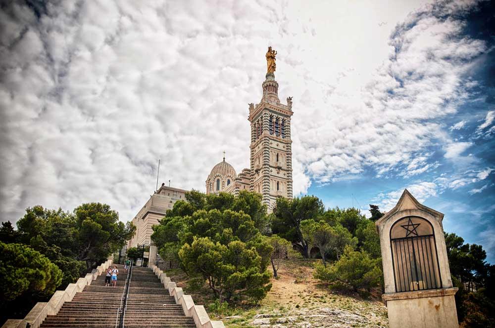 travelibro France Avignon Bordeaux Lille Lyon Marseille Nice Paris Strasbourg Toulouse France Backpacking Notre-Dame de la Garde