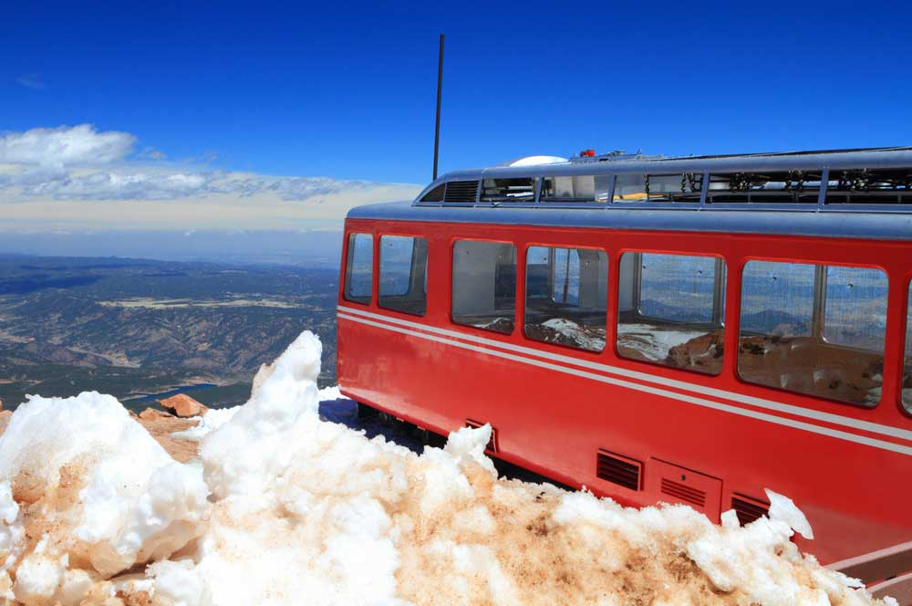travelibro United States of America Colorado Springs Grand Canyon Hershey Los Angeles New York Orlando San Antonio Washington, D.C. Yellowstone National Park USA Family Pikes Peak Cog Railway