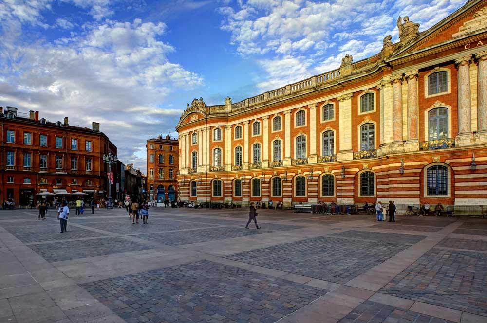 travelibro France Avignon Bordeaux Lille Lyon Marseille Nice Paris Strasbourg Toulouse France Backpacking La Place du Capitole