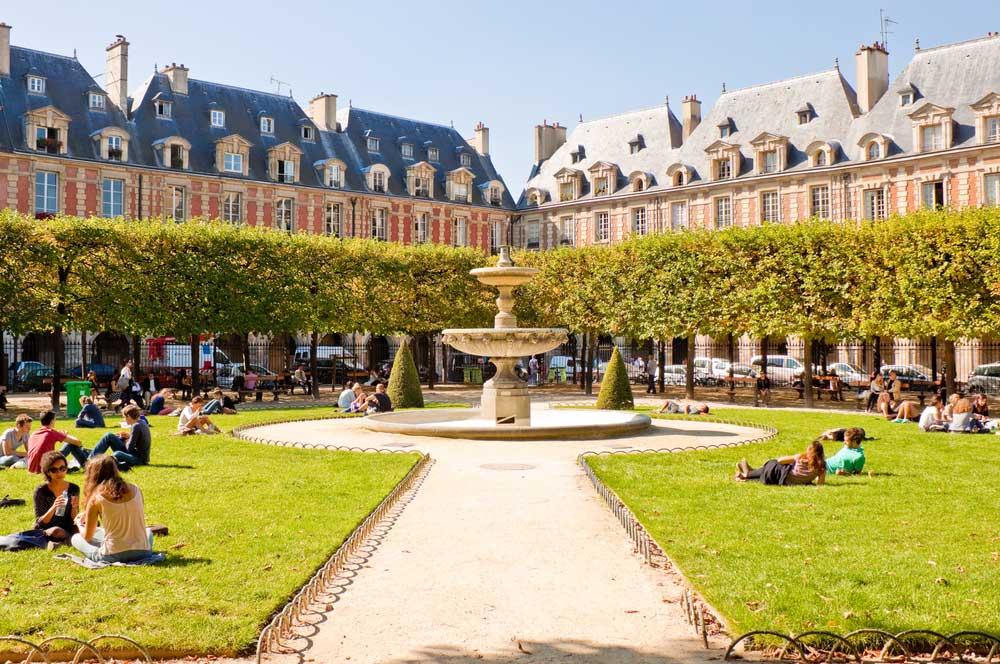 travelibro France Avignon Bordeaux Lille Lyon Marseille Nice Paris Strasbourg Toulouse France Backpacking Place des Vosges