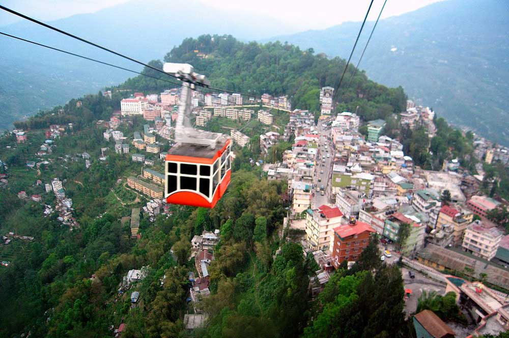 Gangtok ropeway gnkt by kalyan3 via wikimedia commons