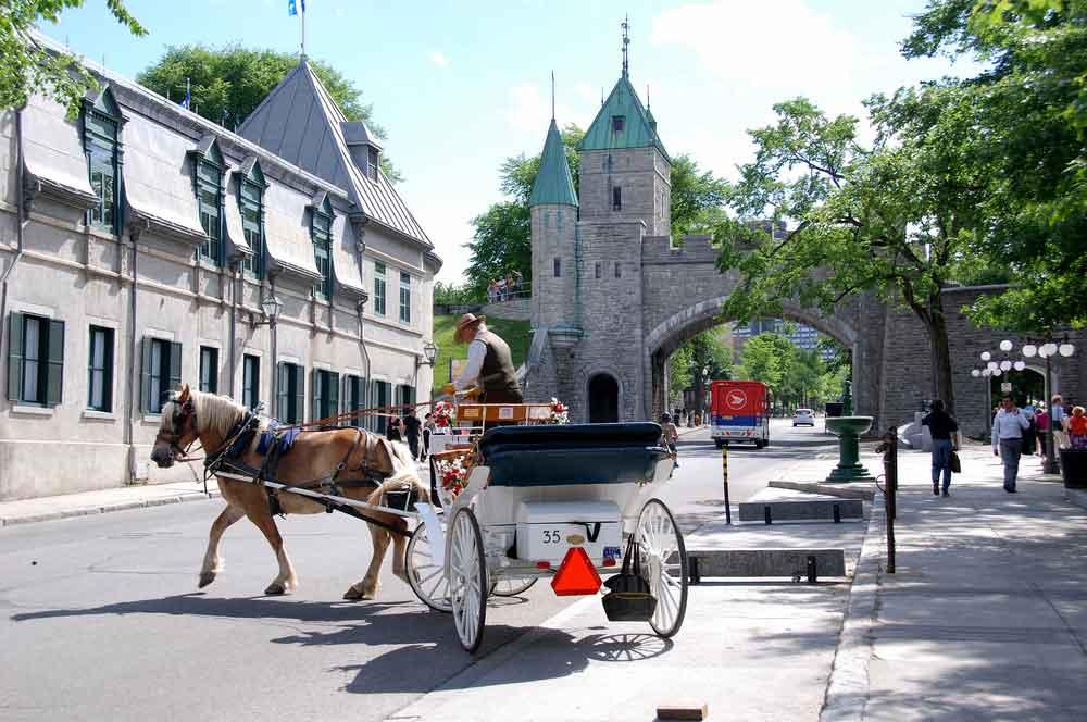 travelibro Canada Banff Montreal Niagara-on-the-Lake Quebec City Toronto Vancouver Victoria Whistler Canada Honeymoon Carriage Tours