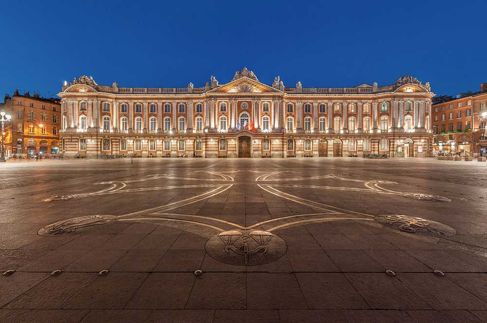 Toulouse capitole  benh lieu song  via wikimedia commons