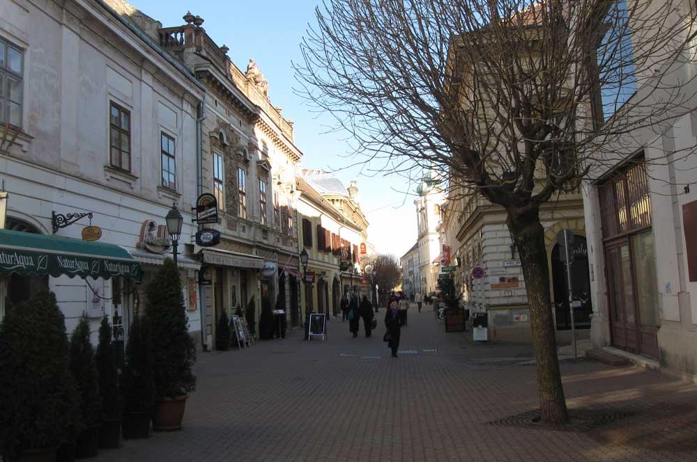 travelibro Hungary Budapest Heviz Lillafured Pecs Sarvar Siofok Visegrad Honeymoon in Hungary Kiraly Street