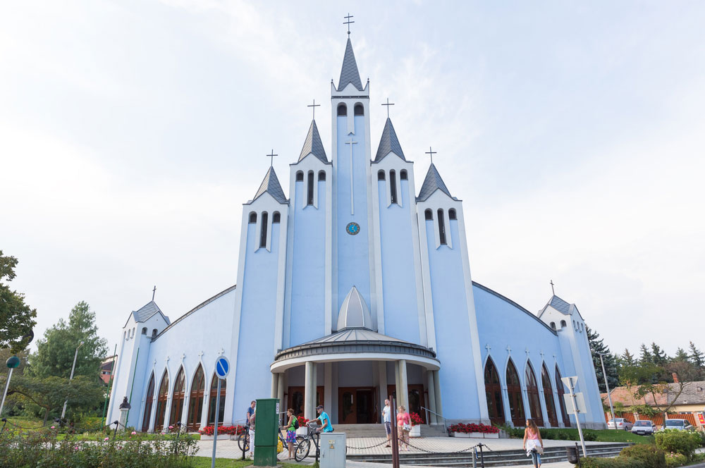 travelibro Hungary Budapest Heviz Lillafured Pecs Sarvar Siofok Visegrad Honeymoon in Hungary Holy Spirit Catholic Church