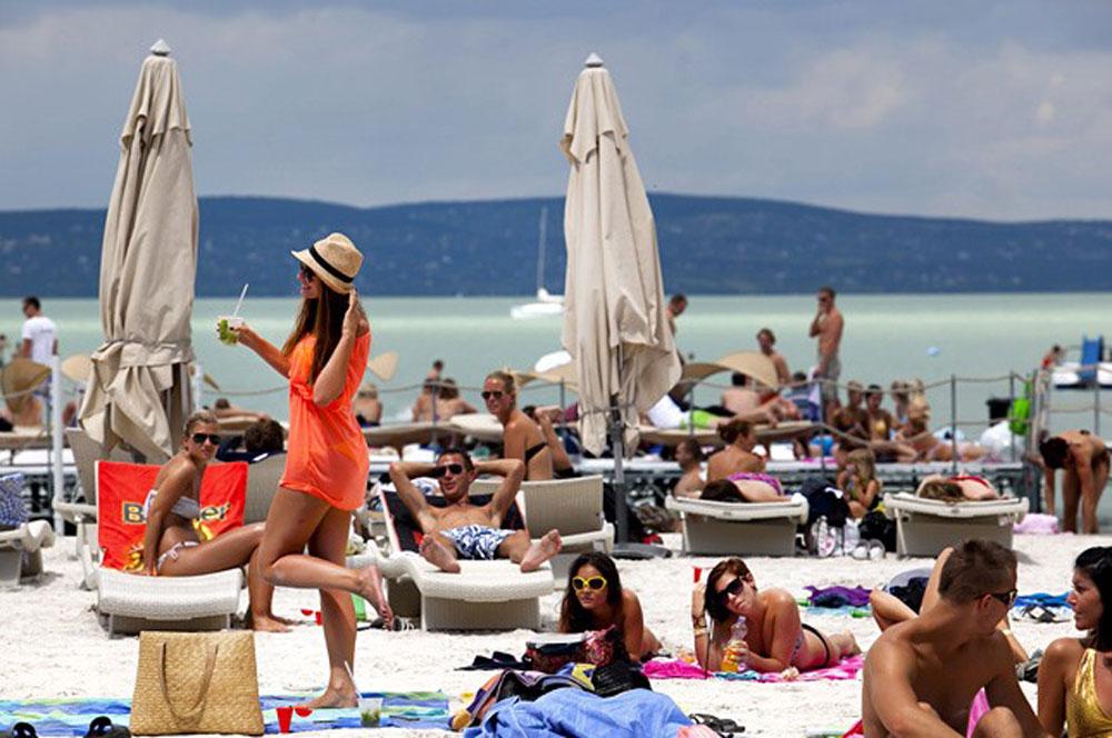 travelibro Hungary Budapest Heviz Lillafured Pecs Sarvar Siofok Visegrad Honeymoon in Hungary Beach Clubs